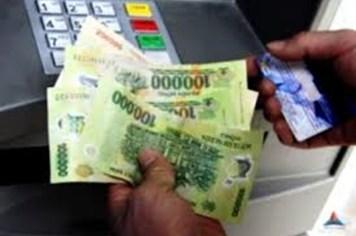 Lại đề nghị thu phí ATM