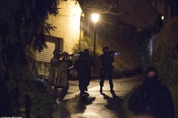 Vụ thảm sát Charlie Hebdo: Toàn cảnh vụ bao vây hai nghi phạm đấu súng kinh hoàng với cảnh sát