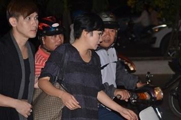 Phương Thanh, Nguyên Vũ lặng lẽ đến viếng ông Nguyễn Bá Thanh giữa đêm