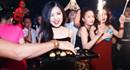 Hương Tràm gợi cảm, bao trọn quán bar để tổ chức sinh nhật
