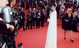 Lý Nhã Kỳ đẹp hút hồn, sánh bước với dàn sao quốc tế trên thảm đỏ Cannes 68