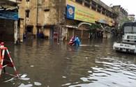 Trận mưa nhấn chìm nhiều tuyến phố Hà Nội sáng 22.9 có lượng mưa lên đến trên 200mm