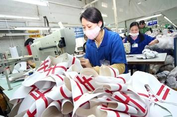 Tăng lương tối thiểu vùng từ 1.1.2016: Không để công nhân bị cắt phụ cấp, thưởng tết