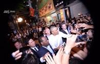 Tổng thống Obama thân thiện vẫy tay chào người dân Hà Nội