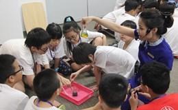 Học sinh thích thú tham gia trại hè khoa học 2017