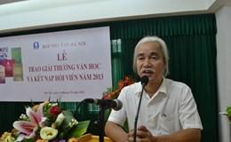Chủ tịch Hội Nhà văn Hà Nội bất ngờ xin từ chức, rút khỏi Hội