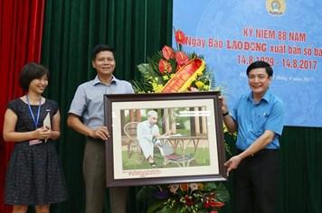 Chủ tịch Tổng LĐLĐVN và Bộ trưởng Tài nguyên-Môi trường chúc mừng Báo Lao Động nhân 88 năm thành lập