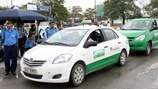 Trước nạn taxi hoạt động lộn xộn: Lên phương án sử dụng phù hiệu taxi: Dán phù hiệu nhằm kiểm soát chặt chẽ hoạt động của taxi.