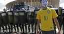 World Cup trước giờ khai cuộc: Có hơi cay, dùi cui, nhưng vẫn tràn hy vọng