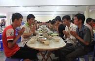 Bữa cơm chay của sĩ tử ở chùa Bằng sau môn thi thứ nhất