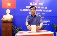 Chủ tịch Tổng LĐLĐ VN Bùi Văn Cường đi bầu cử tại phường Trần Hưng Đạo (Hà Nội)