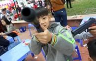 Súng đồ chơi bắn đạn bi nhan nhản tại hội làng Triều Khúc