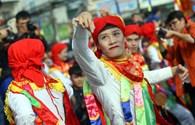 """Điệu múa """"Con Đĩ đánh Bồng"""" thu hút hàng nghìn người xem ở Triều Khúc"""