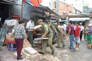 """Nha Trang: Hơn 300 trường hợp vi phạm bị xử lý trong ngày đầu ra quân """"đòi"""" lại vỉa hè"""