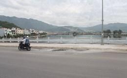 Khánh Hòa: Xe máy cháy trơ khung giữa cầu Bình Tân