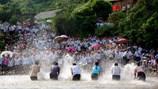 Lễ hội Té nước cầu mưa đầu xuân