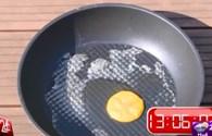 Video: Rán trứng và thịt chín luôn dưới trời nắng nóng Hà Nội