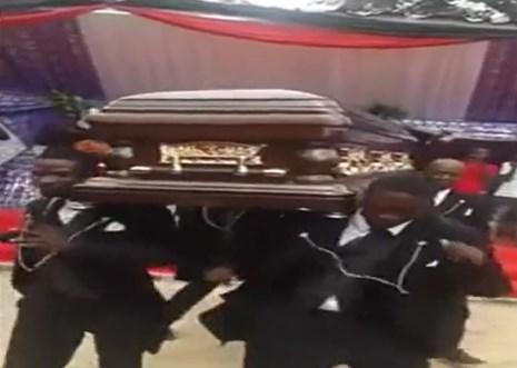 Video: Kỳ lạ tục lệ vừa bê quan tài nguời chết vừa nhảy múa