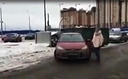 """Nữ tài xế """"chơi bẩn"""" nhất thế giới"""