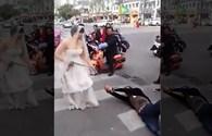 Cô dâu xích tay, kéo lê chú rể tới đám cưới