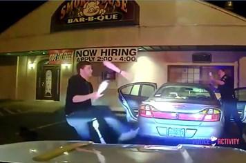 """Bị nghi say rượu, tài xế minh oan bằng cách """"làm xiếc"""" trước mặt cảnh sát"""