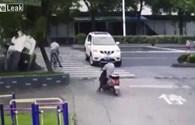 Tai nạn hy hữu ở Trung Quốc, người đàn ông sống sót thần kỳ