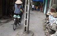 Cột điện giữa đường