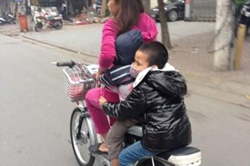 Giao thông chộp: Vô cảm với trẻ em