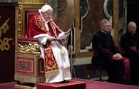 Đôi giày vô giá của Đức Giáo hoàng Benedict XVI