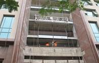 Công nhân nhập viện do vật liệu xây dựng rơi vào đầu