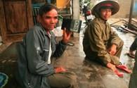 Thừa Thiên - Huế: Trời đổ mưa, nổi gió, người dân chưa dám về nhà