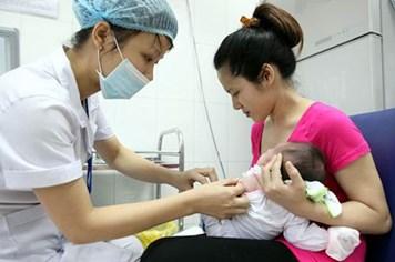 Trẻ bị phản ứng sau tiêm vaccine, các mẹ lo sốt vó