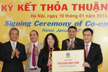 PVI Holdings trao cho Quỹ Tấm lòng vàng 1 tỉ đồng mua bảo hiểm An Ngư Việt