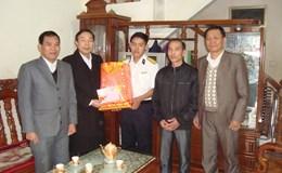 LĐLĐ tỉnh Tuyên Quang tặng quà gia đình quân nhân  đã và đang làm nhiệm vụ tạiTrường Sa