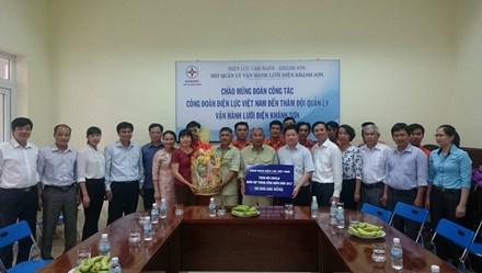 Công đoàn điện lực VN tặng quà CNVCLĐ tại khu vực Duyên hải miền Trung