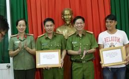"""Bắt Việt kiều trộm ô tô, """"hiệp sĩ"""" Bình Dương được khen thưởng"""