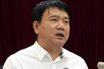 Bộ trưởng Thăng cầm sẵn một xấp quyết định