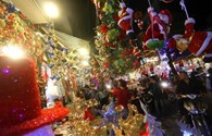 Giáng sinh lung linh cuốn hút người dạo phố Hà Nội