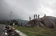 Bất chấp thời tiết xấu, hàng trăm lượt phương tiện vẫn phượt đèo Hải Vân