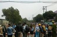 Hàng trăm người chen chân xem máy bay rơi