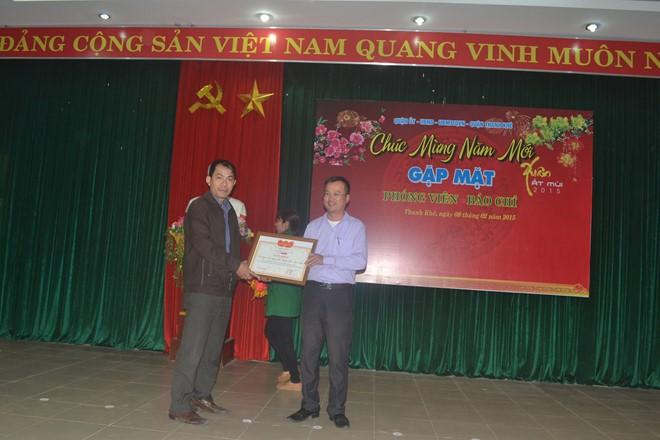 xem ảnh tải ảnh Xem Ảnh đọc báo tin tức   Báo Lao Động trao giấy khen cho LĐLĐ quận Thanh Khê | Công đoàn |    và truyện phim nhạc xổ số bóng đá xem bói tử vi