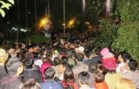 Lễ khai ấn đền Trần: Biển người đội mưa suốt đêm chờ xin lộc