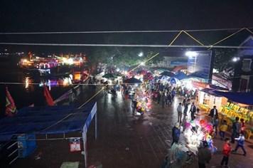 Nghệ An: Hàng vạn người chen chân dự lễ hội đền Cờn