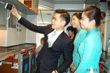 Tiếp tục tranh cãi về đồng phục mới của Vietnam Airlines