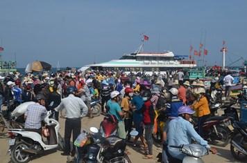 Nỗ lực đưa khách rời đảo Lý Sơn trở lại đất liền
