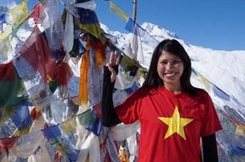 Người Việt Nam đầu tiên tình nguyện đến Nepal tham gia đội cứu hộ