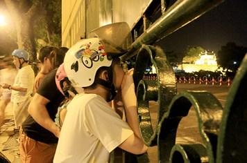 Không khí phố phường trước giờ diễu binh ngày Tết Độc Lập