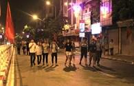 Trắng đêm náo nức chờ đón diễu binh trên phố phường Hà Nội