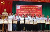 Trao học bổng cho 17  học sinh nghèo vượt khó, học giỏi tại Quảng Bình