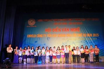 """24 nữ cán bộ lãnh đạo nhận danh hiệu """"Vì sự phát triển Yến sào Khánh Hòa"""""""